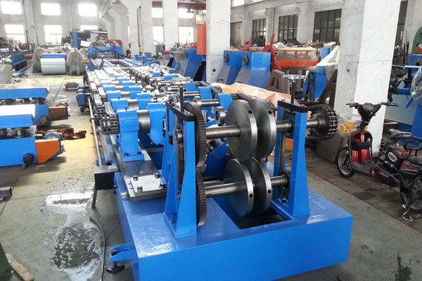 heavy-gauge-heavy-duty-purlin-roll-forming-machine-1.jpg