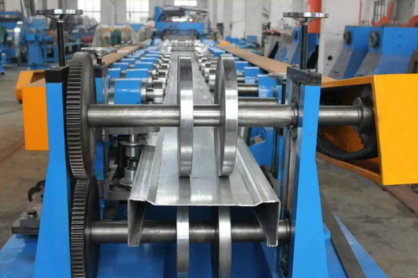 heavy-gauge-heavy-duty-purlin-roll-forming-machine-7.jpg