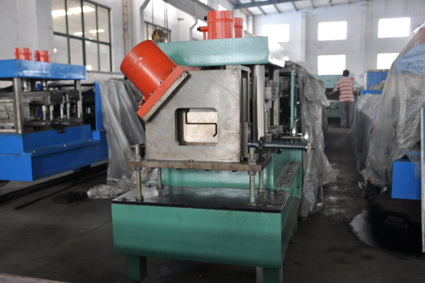 z-purlin-roll-forming-machine-4.jpg